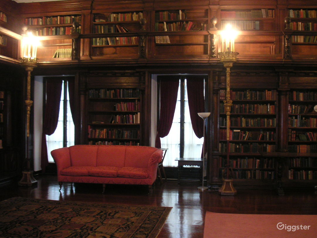 MEN'S CLUB 2 - Cosy Place with Small Library and Piano Photo 1