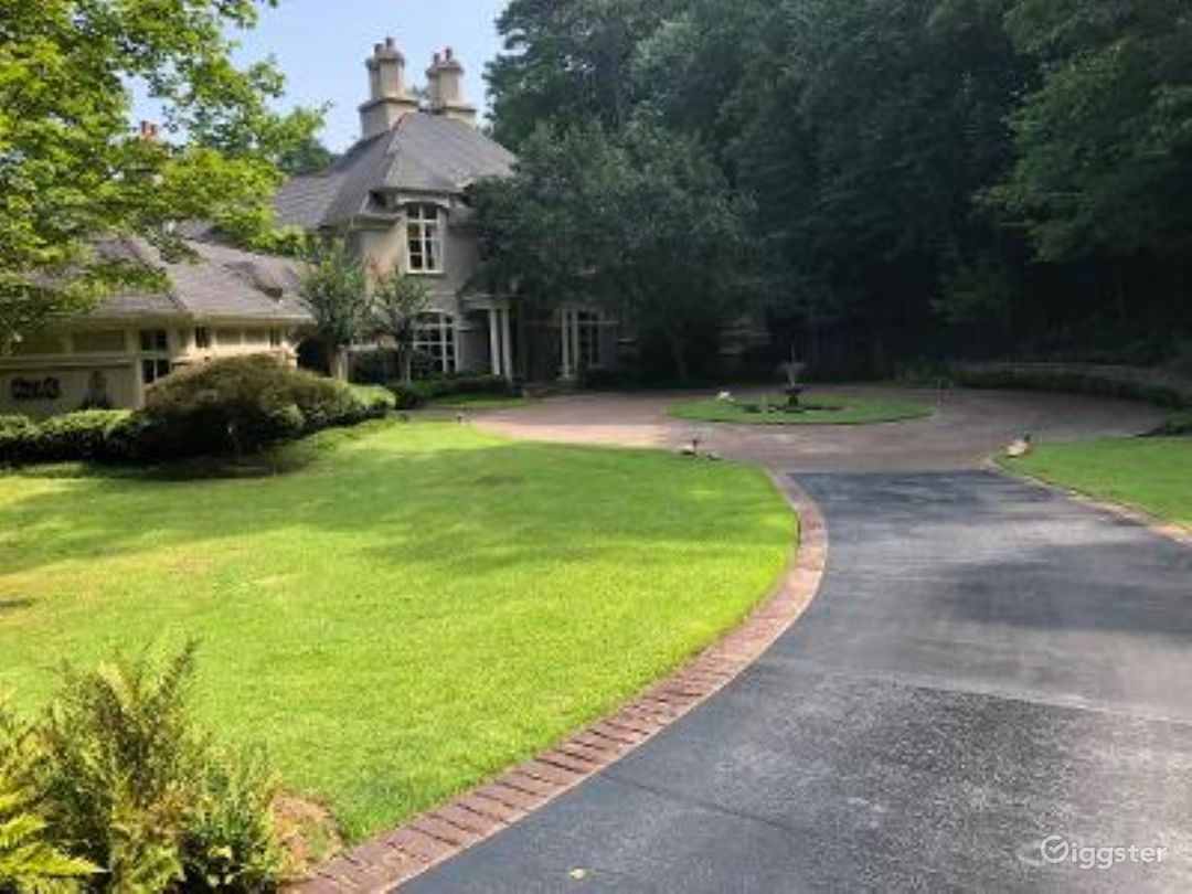 Long Curved Driveway to Circle with Fountain