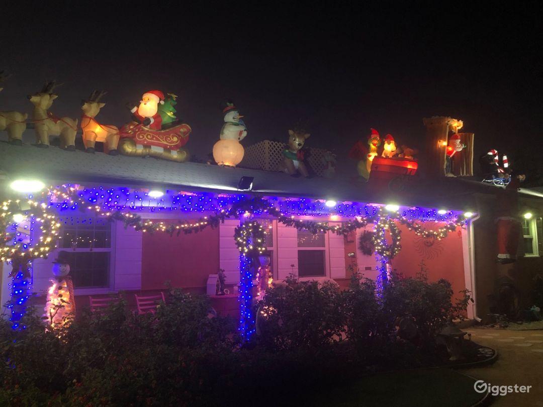 CHRISTMAS spectacular home! Perfect seasonal choice.