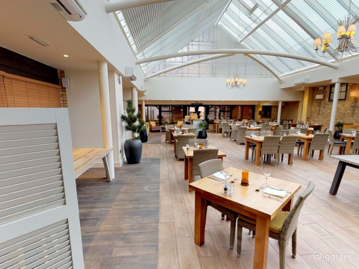 Bright and Airy Conservatory for Large Events in Oxford Photo 5