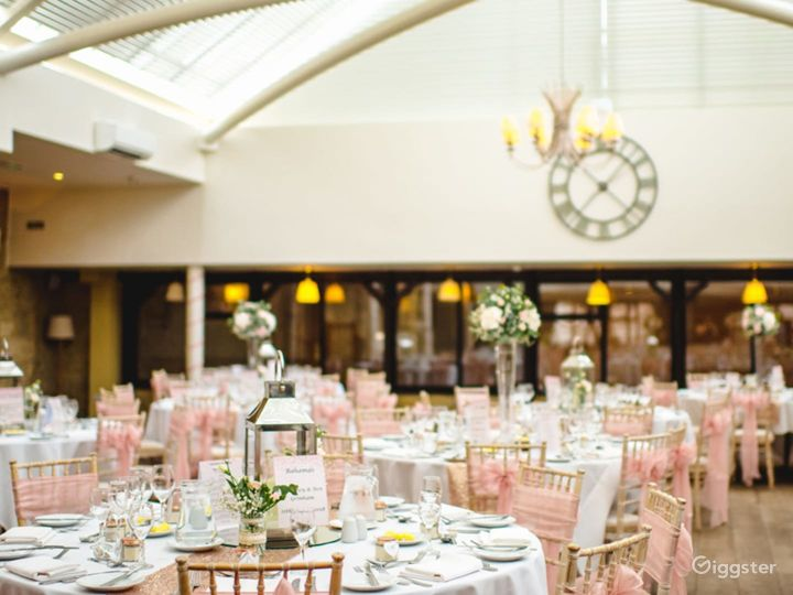 Bright and Airy Conservatory for Large Events in Oxford Photo 2