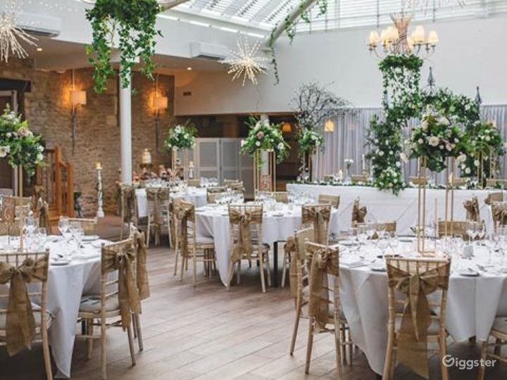 Bright and Airy Conservatory for Large Events in Oxford Photo 3