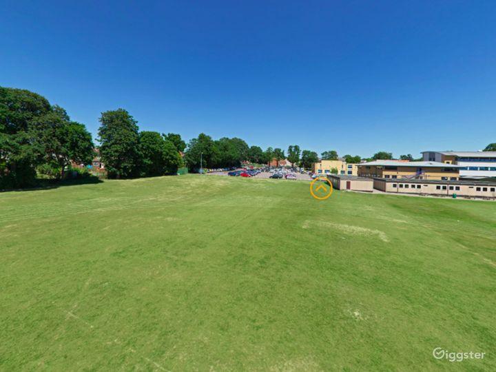 Amazing Top Field in London Photo 5