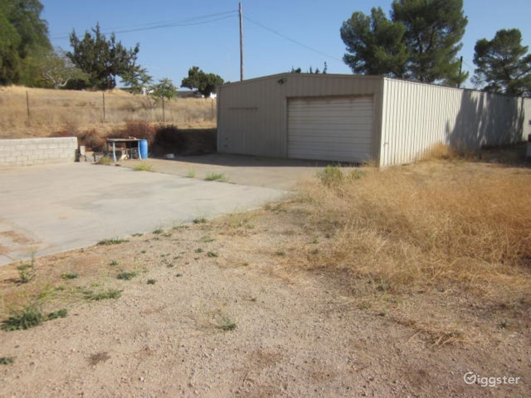 2 Warehouse's,Paved & Dirt Rd,Desert,Creepy shack Photo 3