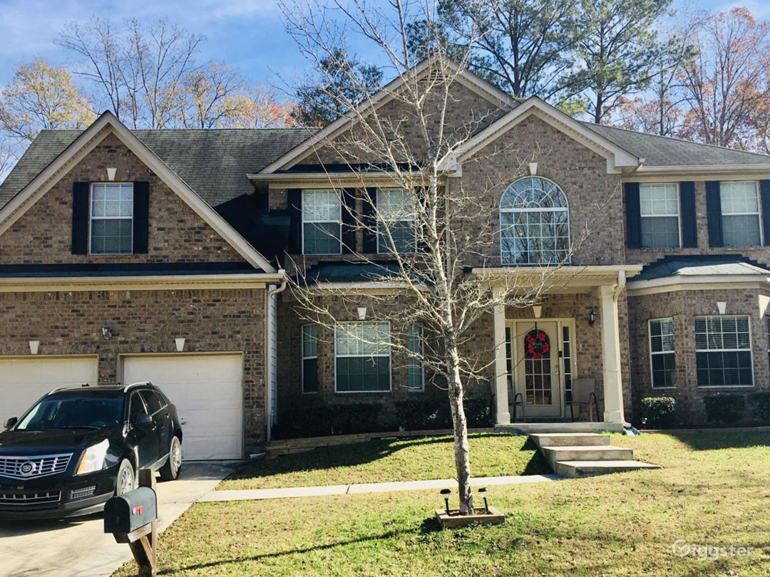 FABULOUS - 5 bedroom, 3 full bath, single family; film location home!!!
