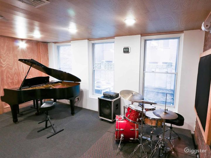 Cozy with Natural Light Music Studio in NY Photo 2