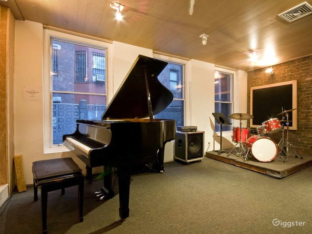 Cozy with Natural Light Music Studio in NY Photo 1