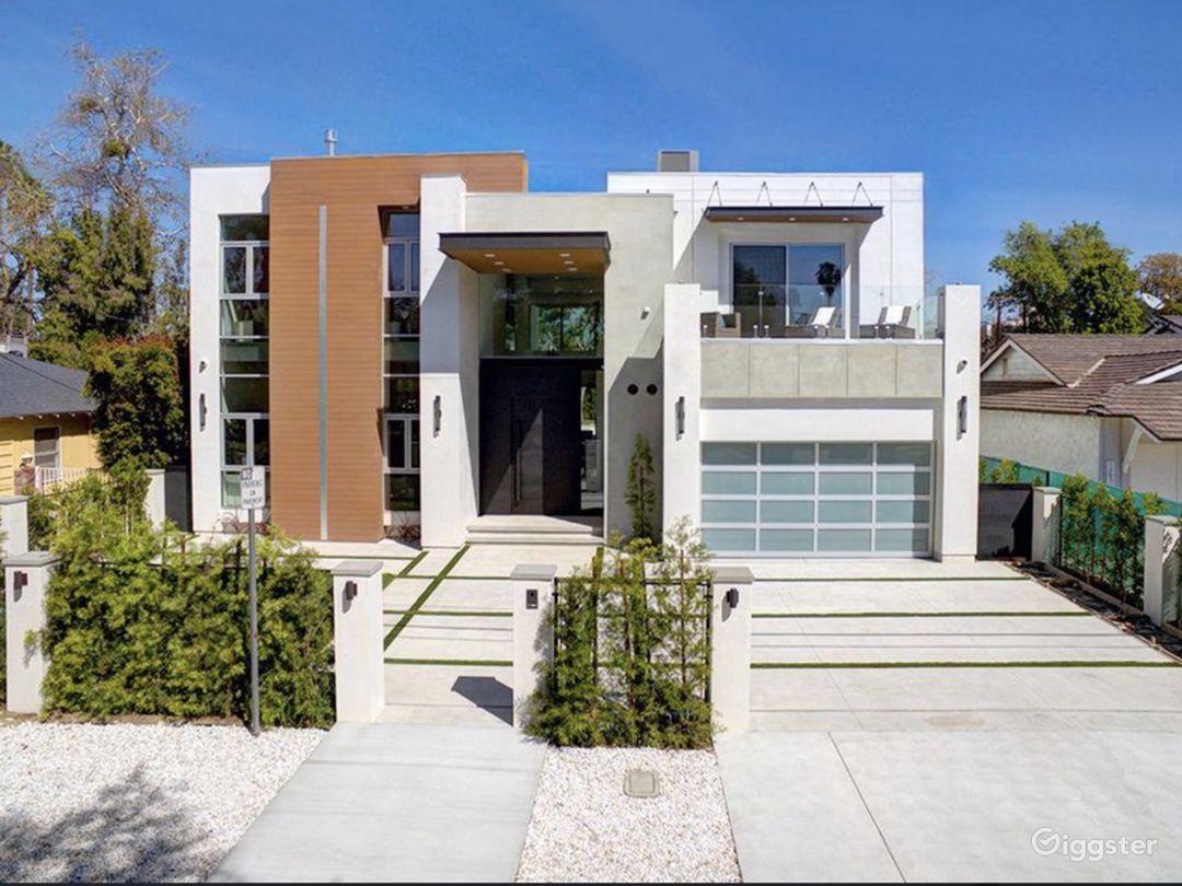 Modern Bright Home Photo 2