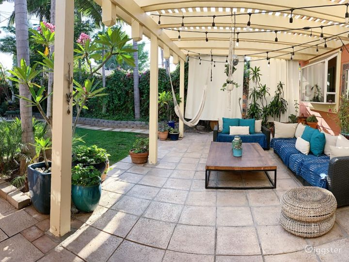 Outdoor Lounge & Seating Area