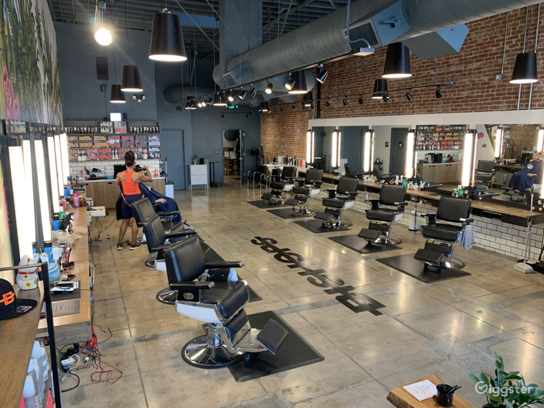 Salon / Barbershop / Office Space Cool, Edgy,  Photo 4