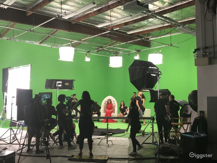 Full Pre-lit 65' Green Screen Studio