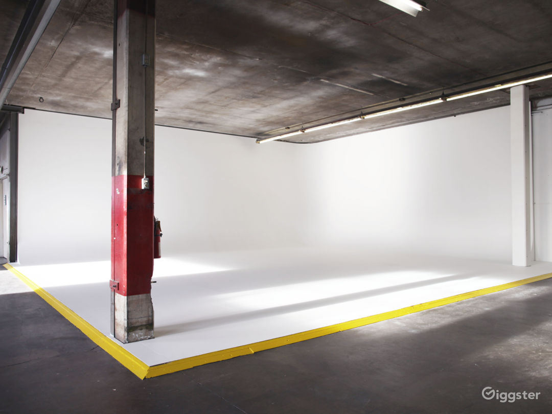 Industrial Warehouse with Cyclorama Photo 4