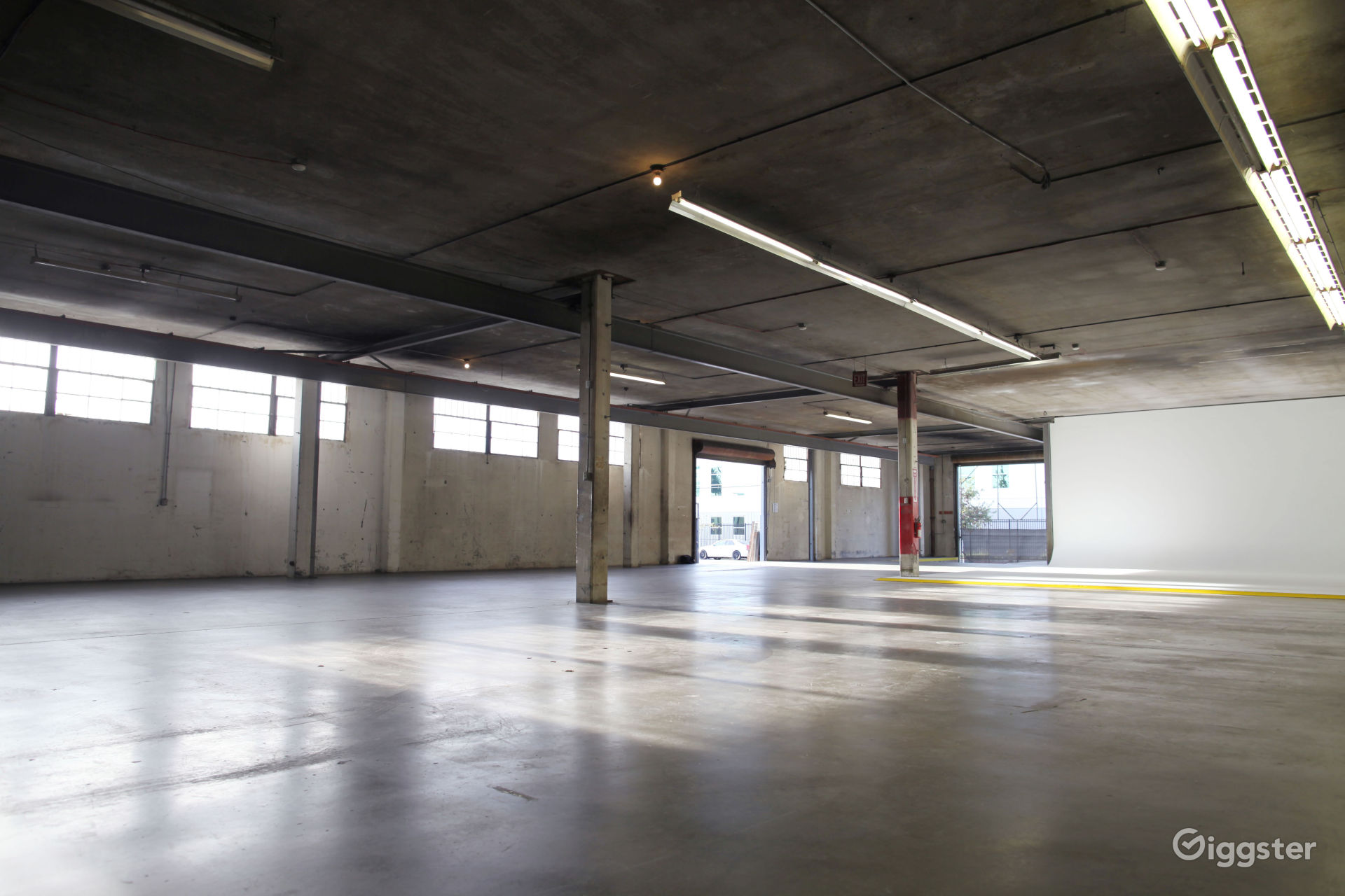Industrial Warehouse with Cyclorama near Chinatown Los Angeles Rental