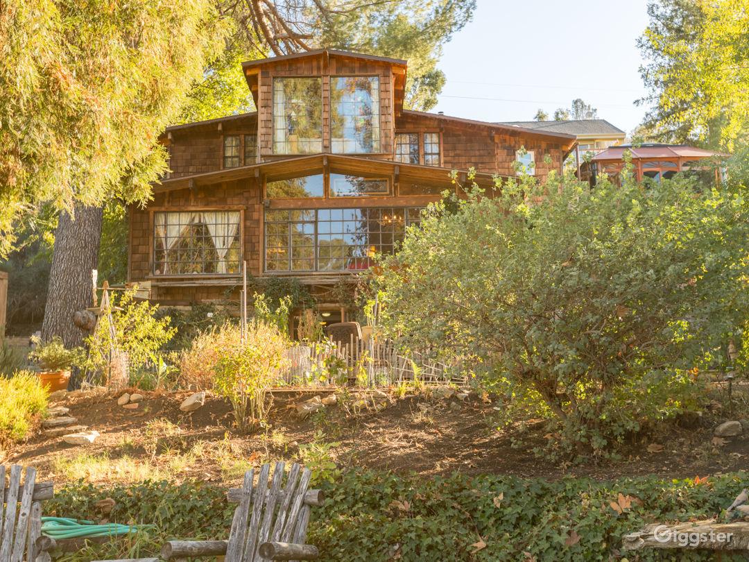 Rustic Lake House Photo 1