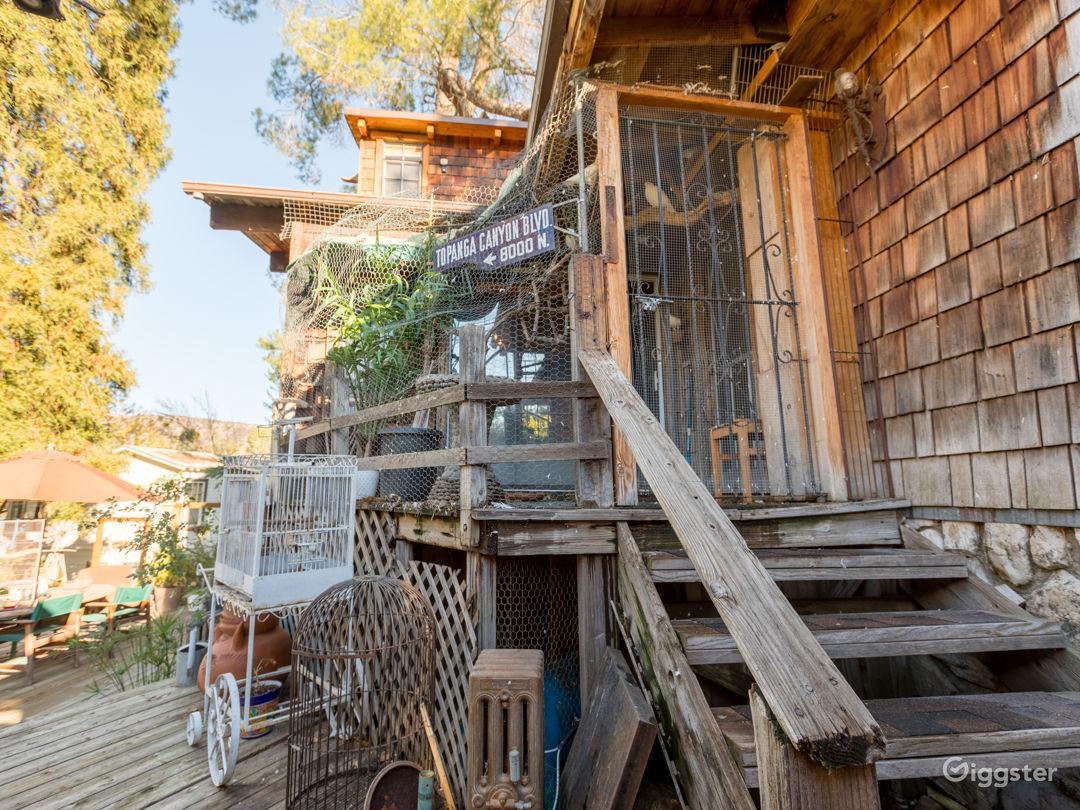 Rustic Lake House Photo 3