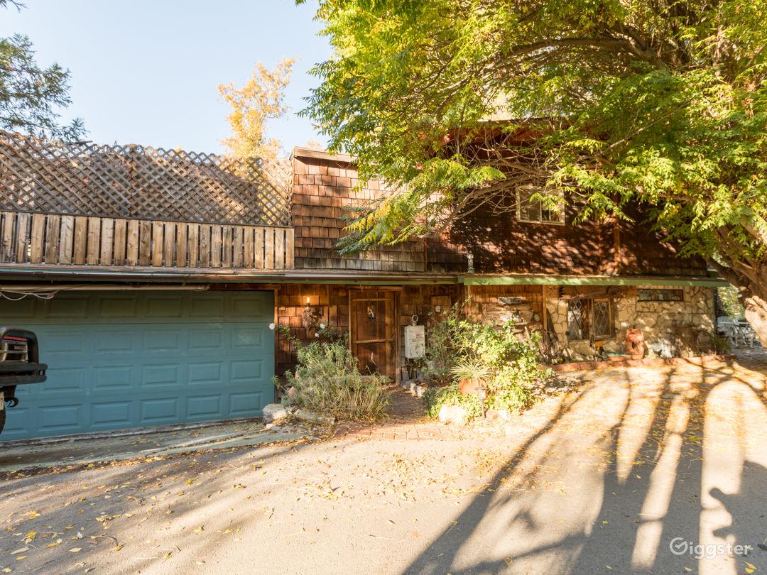 Rustic Lake House Photo 4