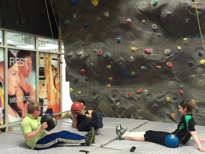 Fantastic Wall Climbing Experience in Financial District Photo 4