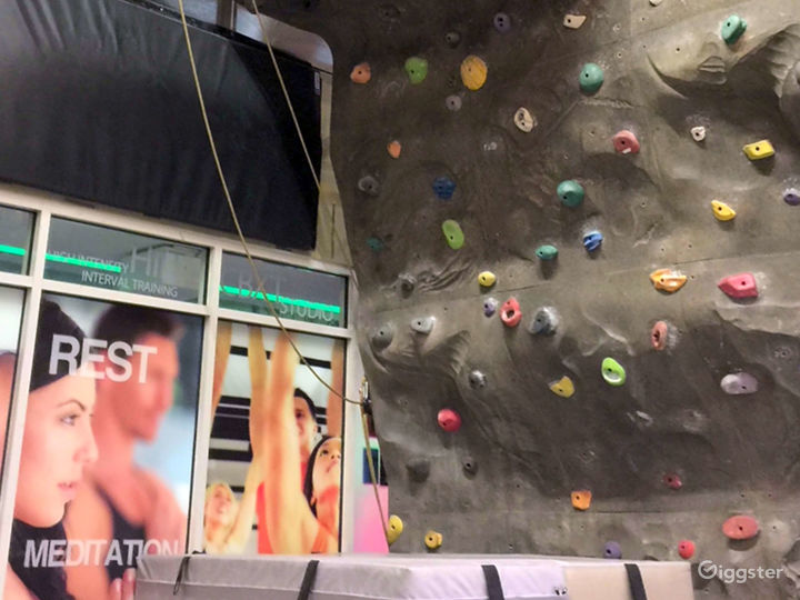 Fantastic Wall Climbing Experience in Financial District Photo 3