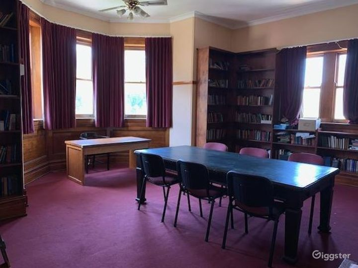 Big  Library with Small Electric Organ Photo 5