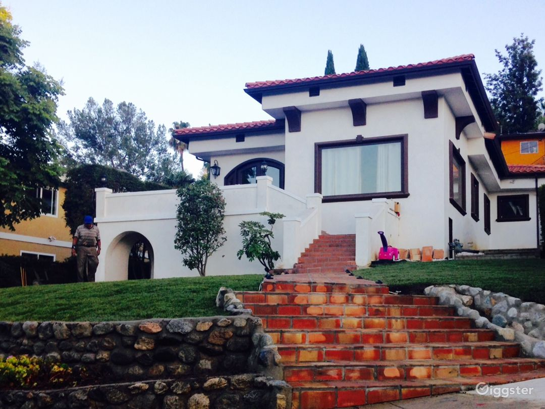 Soaring Views Spanish Colonial with curb appeal Photo 1