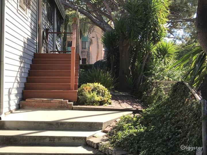Charming House in LA Photo 2