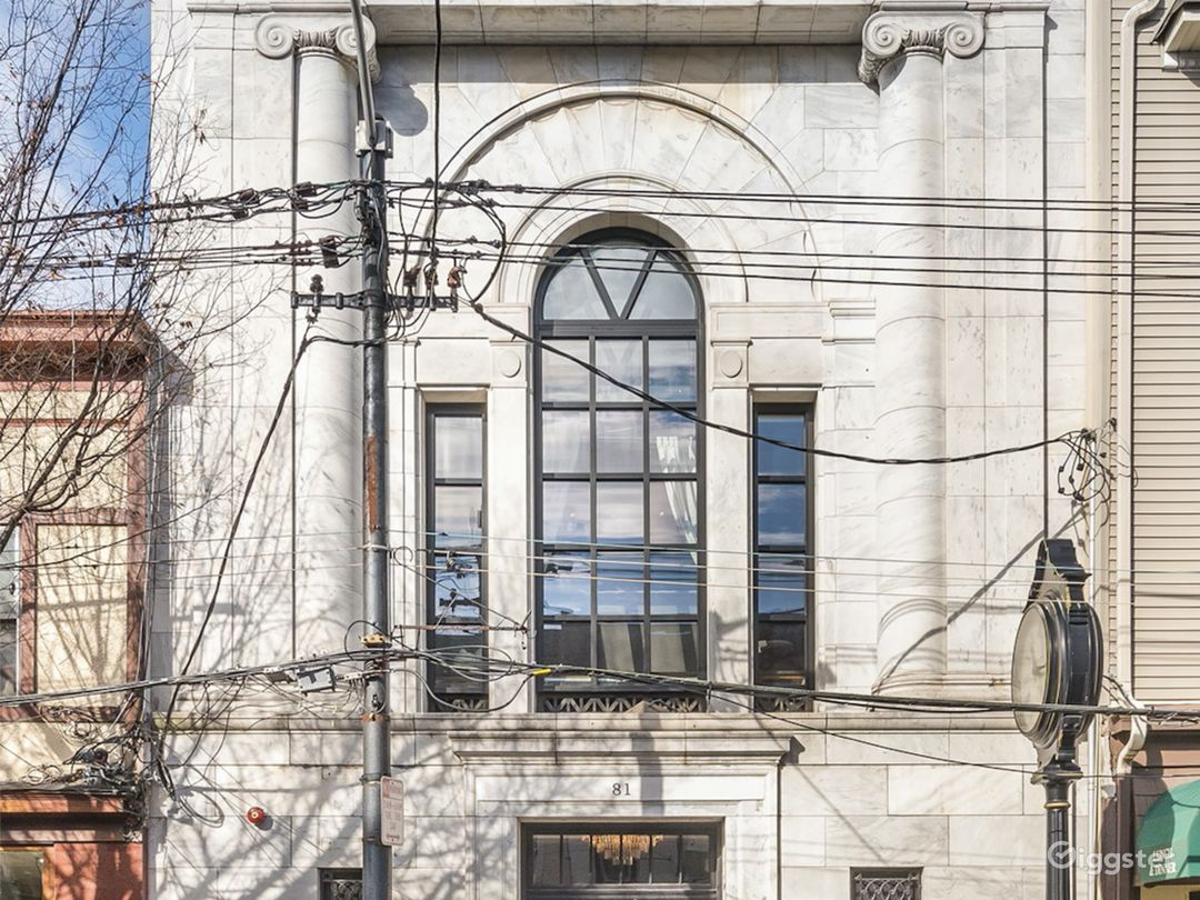 Former Bank Building to Modern/Luxurious Home  Photo 2