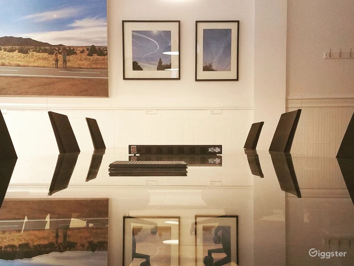 Minimalist Art Gallery with Expansive Views Photo 5