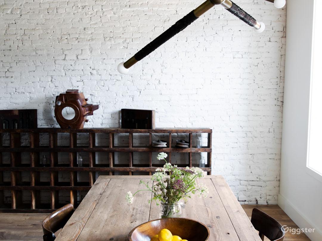 Modern, industrial duplex w/ lots of natural light Photo 4