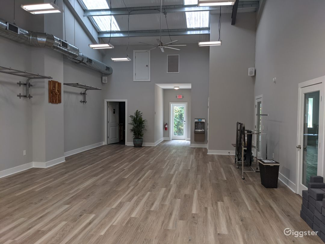 Main room, appx. 1000 sq. ft.