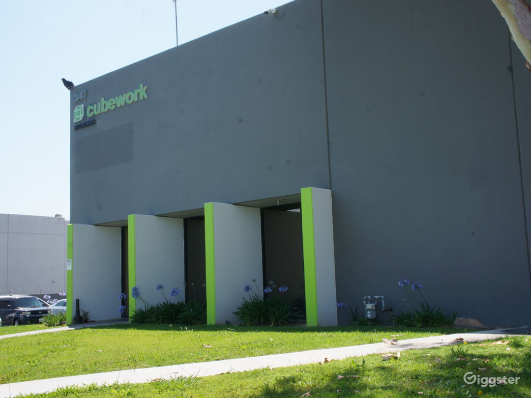 Custom Office/Warehouse Space - Industry Photo 1