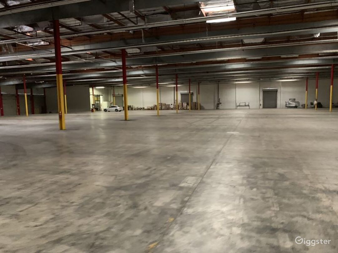 Custom Office/Warehouse Space - Industry Photo 3