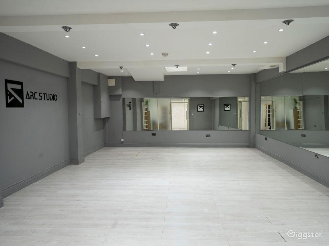 Bright and Spacious Dance Studio in Fulham Photo 1