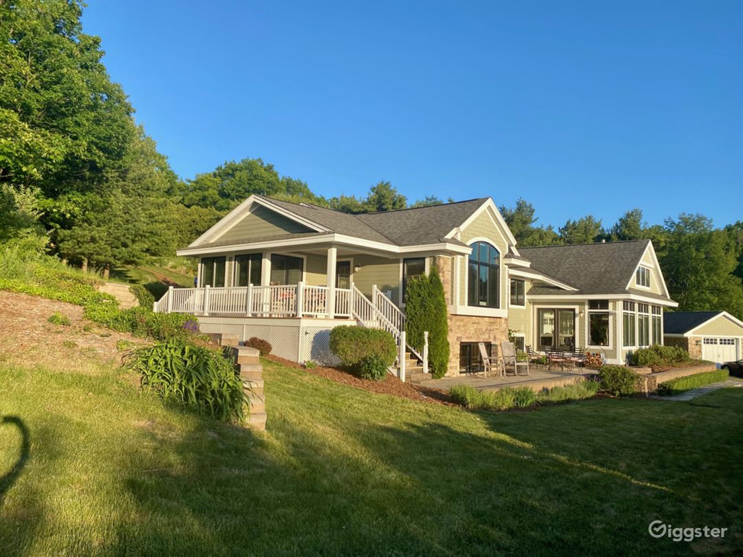 Hilltop, Open Plan Home with Grand Water Views  Photo 1