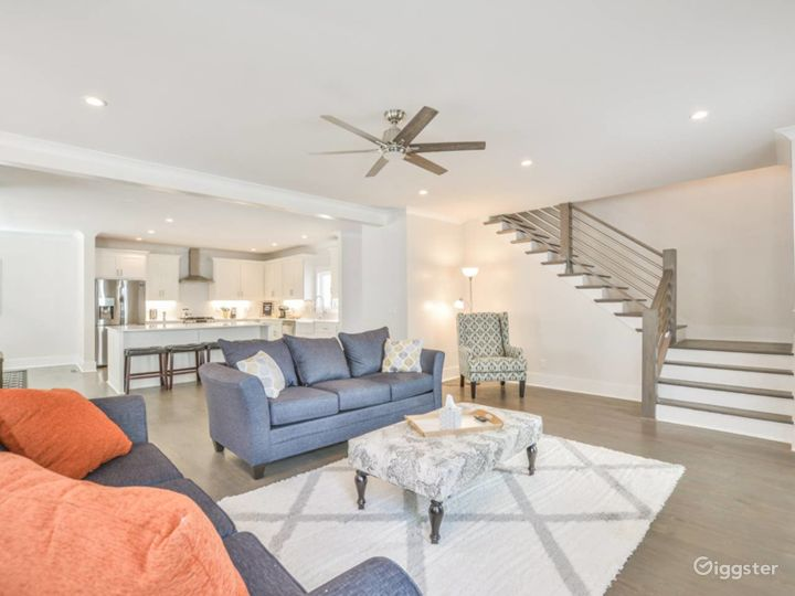 Spacious Light Filled Intown Contemporary: Lake Cl
