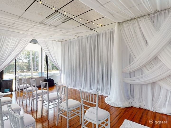 Polished Ceremony Room with Windows in Clearwater Photo 4
