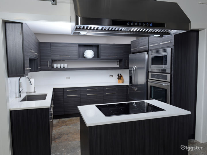 Full kitchen with rolling island