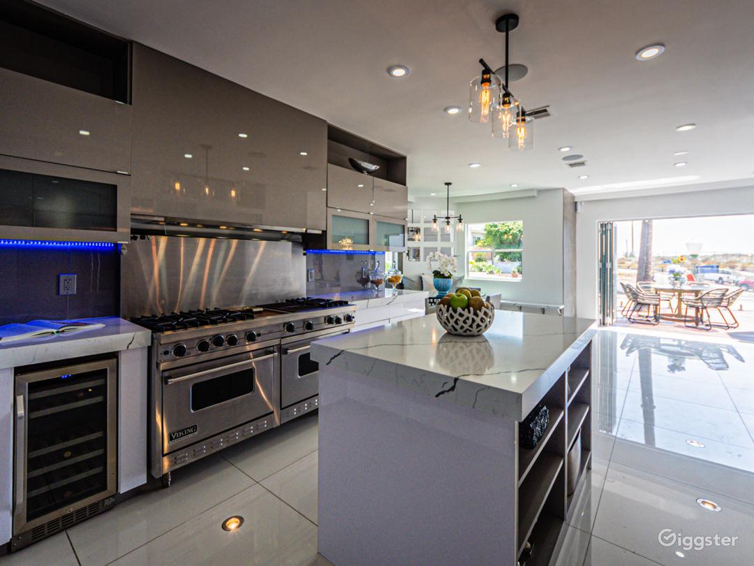 Kitchen walls open to wrap around front deck