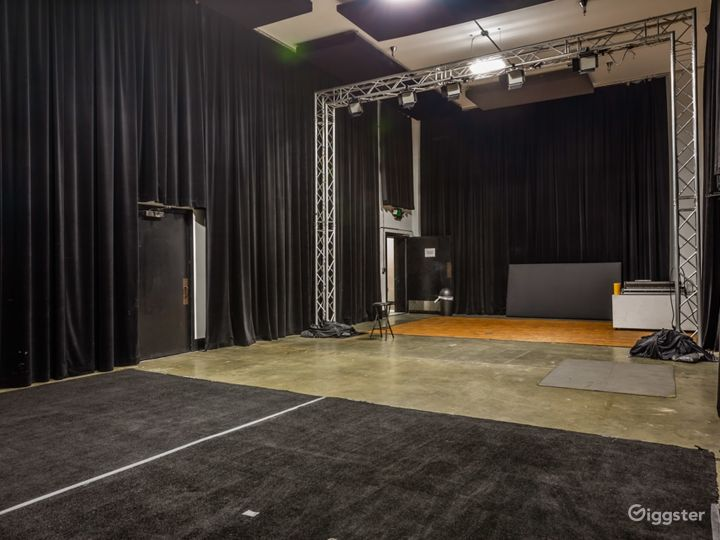 Manhattan stage empty.