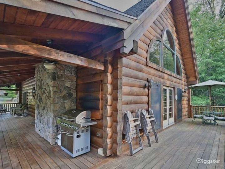 Beautiful Log Cabin in the Poconos Photo 3