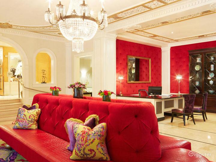 Gorgeous Lobby with Modern Elegance